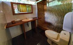 washrooms_lodge_ecoamericaperu